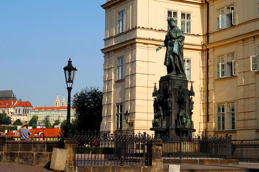 Памятник Карлу 4