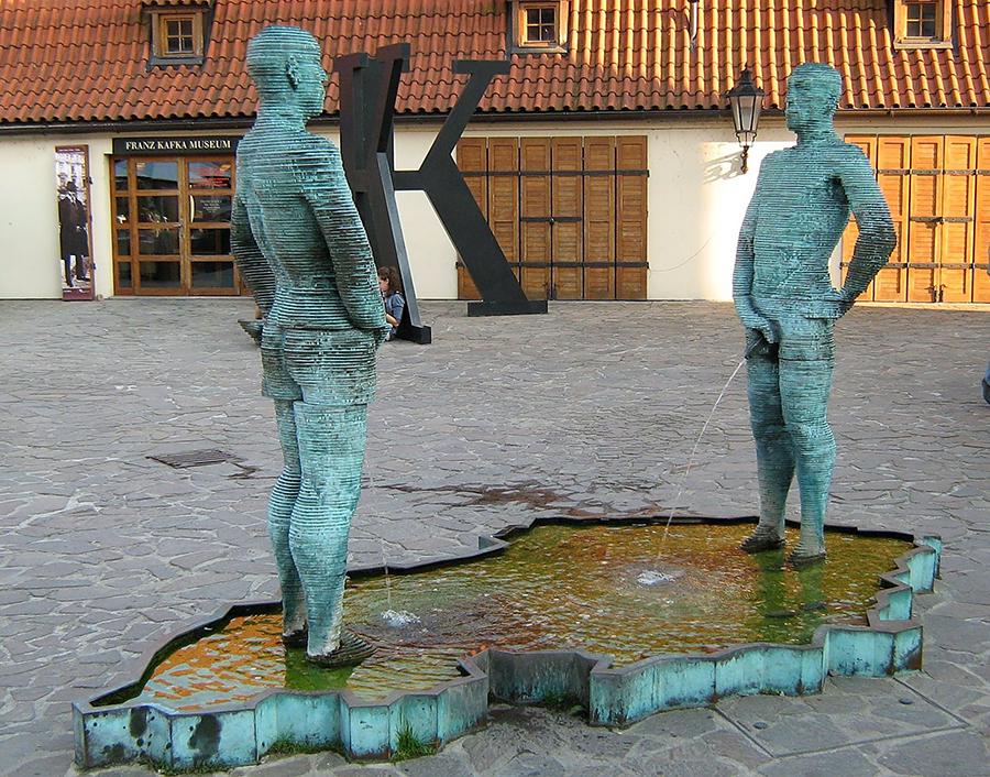 фонтан писающие мужчины