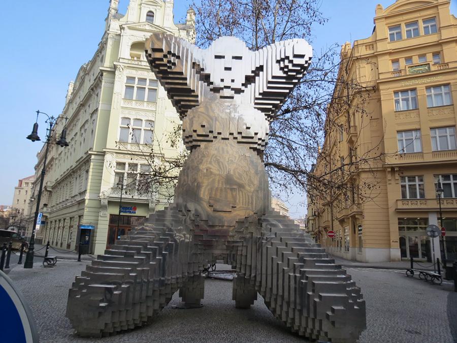 скульптура беременной в праге